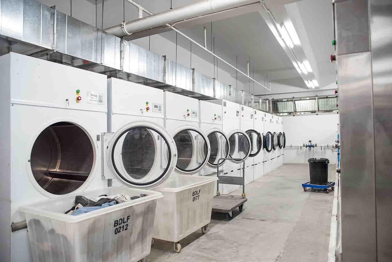 Dịch vụ giặt ủi quần áo giá tốt do chúng tôi thực hiện